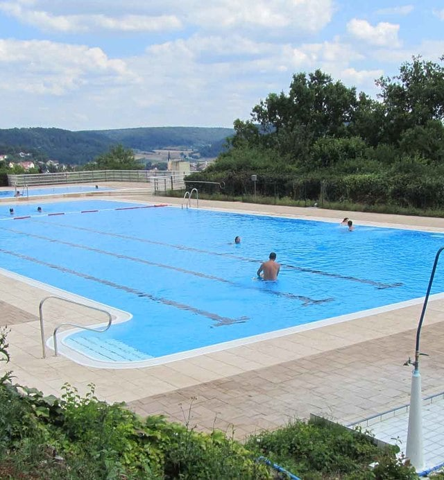 Piscine interrate a forma libera polyfaser piscine esterne for Piscine esterne rettangolari