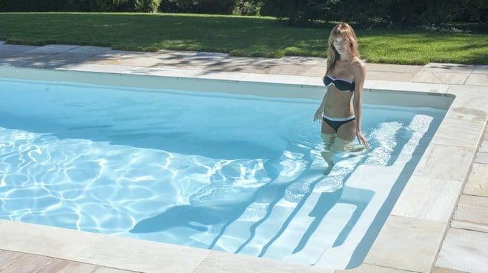 Modell kos schwimmbecken von polyfaser pools pooldach for Piscina vetroresina usata